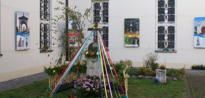 """Fotorelacja z wernisażu wystawy """"Świątki Ponidzia"""""""